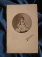 Photo Format Cabinet  Mallet  Joli Bébé Assis Souriant  Après 1900 - L402 - Personnes Anonymes