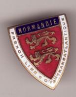 Broche Original NORMANDIE TRANSATLANTIQUE Paquebot . Métal Et émail 3 Vues H 25 Mm (état: TTB) - Bateaux
