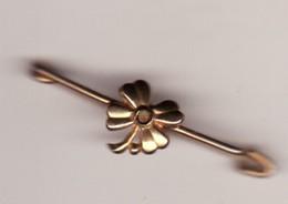 Broche Ancienne . Petite Fleur , Trefle  Metal Doré Or ? 3 PHOTOS LONG 40 ( TTB état) - Broches