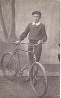 CPA-PHOTO Carte-Photo Jeune Homme Avec Son Vélo Bicyclette Cycliste Cyclisme Cycling Radsport (2 Scans) - Cyclisme
