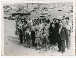 Groupe Enfant Homme Femme Port Bateau Pêche - Personnes Anonymes