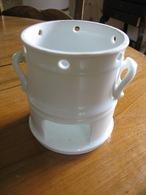 Base De Tisanière En Porcelaine Blanche  Brillante  Sans Marque TBE - Vaisselle, Verres & Couverts