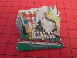 DIS-SPE Pin's Pins : BEAU ET RARE : DISNEY Très Grand Pin's EN RELIEF FEE CLOCHETTE DISNEYLAND HOTEL - Disney