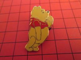 DIS-SPE Pin's Pins : BEAU ET RARE : DISNEY Très Grand Pin's WINNIE L'OURSON - Disney