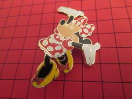 DIS-SPE Pin's Pins : BEAU ET RARE : DISNEY Très Grand Pin's MINNIE AVEC UNE ROBE A POIS - Disney