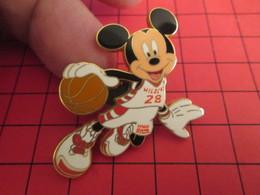 DIS-SPE Pin's Pins : BEAU ET RARE : DISNEY Très Grand Pin's MICKEY BASKETTEUR - Disney