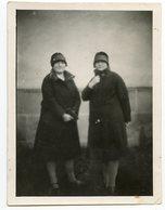 Deux Femme Woman Women Manteau Fashion Flou Blurry Etrange Surrealisme Surreal Ambiance Pictorialisme Fashion Chapeau - Personnes Anonymes