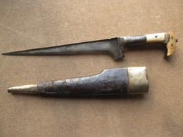 COUTEAU MAURESQUE ARABE MILITAIRE ANCIENl ET SON FOURREAU - Knives/Swords
