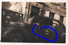 Armée Française Voiture Peugeot 402 Camouflé 1939 Camouflage Insigne Sanglier  1940 N°2 - Krieg, Militär