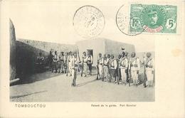 MALI - FORT De TOMBOUCTOU - LA RELEVE DE LA GARDE DES TIRAILLEURS - CIRCULEE EN 1913 - TRES BEL ETAT - Mali