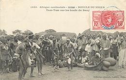 SOUDAN - TAM TAM SUR LES BORDS DU BANI -  CPA ETHNIQUE - BOUCLE DU NIGER - CIRCULEE EN 1913 - TRES BEL ETAT - Soudan