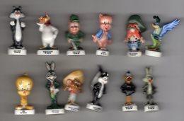 TRES RARE Série Complète 12 Grosses Fèves Brillantes - BUGS BUNNY ET SES AMIS 1996 Alcara Différente De La Série 1994 - Cartoons