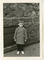Enfant Boy Garçon Portrait Kid Eye Regard Manteau 60s Beauty - Personnes Anonymes
