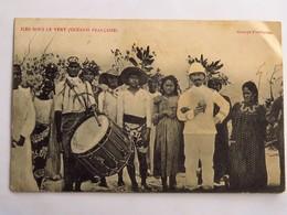 C.P.A. : TAHITI : ILES SOUS LE VENT : Groupe D'Indigènes, Tambour, 2 Timbres En 1915 - Tahiti