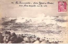 76 / La Normandie - Entre Yport Et Etretat - Une Forte Tempéte Sur La Cote. - Altri Comuni
