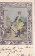 CPA Femme Sur Sa Bicyclette Vélo Cyclisme Cycliste Mode Chapeau Cycling Radsport Illustrateur (2 Scans) - Cyclisme