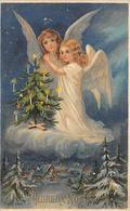 Thème Noël : Père Noël    Anges .Sapin     Carte Gaufrée     (voir Scan) - Noël
