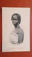 MADAGASCAR - Types Malgaches - Femme Betsiléo - Madagascar