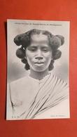 MADAGASCAR - Femme De Nosi-BéJeune Femme De Sainte-Marie - Madagascar