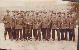 AK Foto Gruppe Deutsche Soldaten - Säbel - 1. WK (38099) - Guerra 1914-18
