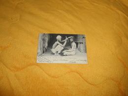 CARTE POSTALE ANCIENNE CIRCULEE DE 1904. / THE HAIR DRESSER.- NATIVE TYPES OF CEYLON. / CACHETS. - Sri Lanka (Ceylon)