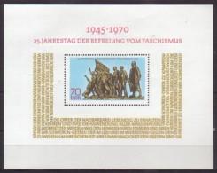 DDR  , Block 32 , Xx  (4419) - [6] République Démocratique