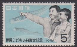 Japan SG751 1956 International Children's Day, Mint Light Hinged - 1926-89 Keizer Hirohito (Showa-tijdperk)