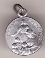 Ancienne Petite Médaille JEANNE D ARC SAINTE FAMILLE Métal Alu Diam 15 ( TTB état) - Pendentifs
