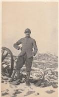 Rare Photo D'un Soldat Sur Le Front Avec Insigne De Sapeur Sur Le Bras 6.5 X 11 Cm - 1914-18