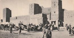 Rare Cpa Maroc Les Chars De Combat  Devant Un Ksar - 1914-18