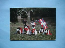"Groupe D'Art Populaire Basque : BI HARRI  -  BIARRTITZ  -  "" Ikurrinari ""  -  FOLKLORE  -  Costumes  -  Habits - Danses"