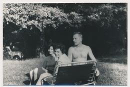 REAL PHOTO,Women And Shirtless Man On Beach  Femme  Et Homme Torse Nu Sur Plage Old  ORIGINAL - Photographs