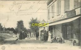 31 Pouvourville, La Grand'Rue, Animation De Noce Devant Le Café-Tabac, 1916 - Autres Communes