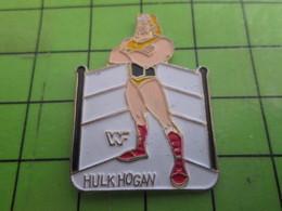 117 Pins Pin's / Rare Et De Belle Qualité  THEME : SPORTS / CATCHEUR HULK HOGAN - Lotta