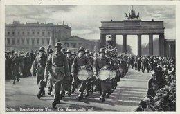 Berlin - Brandenburger Tor. Guards Parade. Used 1937. S-4519 - Militaria