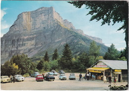 Le Granier: PEUGEOT 403, SIMCA 1000, CITROËN 2CV, RENAULT CARAVELLE, DAUPHINE - Chalet-Hotel 'Bamert-Gavillet' -(Savoie) - Turismo