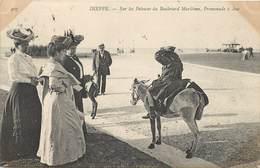 DIEPPE - Sur Les Pelouses Du Boulevard Maritime, Promenade à âne. - Anes