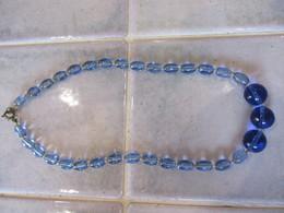 Collier Ancien De Perle En Verre Bleue - Collane/Catenine