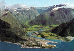 1 AK Norwegen * Das Tal Romsdalen Mit Einem Blick Auf Åndalsnes Und Die Berge Romsdalshorn 1550 M Trolltindene 1797 M - Norwegen
