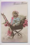 ENFANT Dans LANDEAU - Poussette En Gros Plan - Colorisée - Animée - Bébés