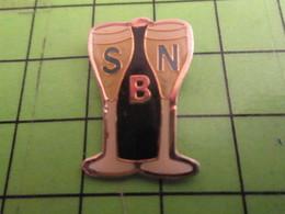 713K Pins Pin's / Rare & De Belle Qualité  THEME : BOISSONS / FLUTES A CHAMPAGNE BSN FABRIQUANT DE VERRES - Beverages