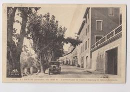 LA LOUVESC (07 - Ardèche) - Arrivée Par La Route D'Annonay Et L'Hôtel Des Genêts  - Automobile - La Louvesc