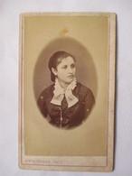 Photographie Ancienne CDV -  Second Empire -  Portrait Ovale Jeune Femme -  Photo Alexandre Mustière, Paris   BE - Photographs