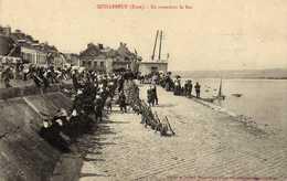 QUILLEBEUF EN ATTENDANT LE BAC SOLDAT - France