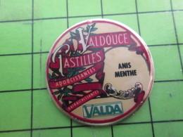 715b Pins Pin's / Rare & De Belle Qualité  THEME : ALIMENTATION / PASTILLE VALDA VALDOUCE ANIS MENTHE - Food