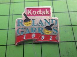 715b Pins Pin's / Rare & De Belle Qualité  THEME : PHOTOGRAPHIE / KODAK ROLAND-GARROS 1991 - Photography