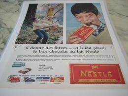 ANCIENNE PUBLICITE IL DONNE DES FORCES CHOCOLAT NESTLE 1965 - Affiches