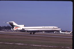 SLIDE / AVION / AIRCRAFT   KODAK  ORIGINAL  DELTA AIRLINES  B 727  N417DA - Diapositives