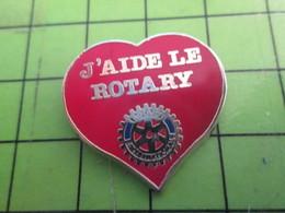 717 Pins Pin's / Rare & De Belle Qualité  THEME : ASSOCIATIONS / COEUR ROUGE J'AIDE LE ROTARY ROUE DENTEE - Associations