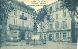 13 ARLES PLACE DU FORUM MONUMENT FREDERIC MISTRAL CAMARGUE PROVENCE BOUCHES DU RHONE - Arles